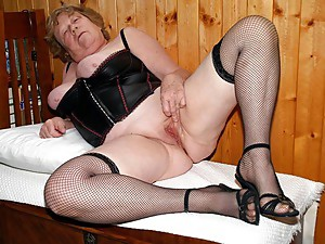 Milfs and matures 19